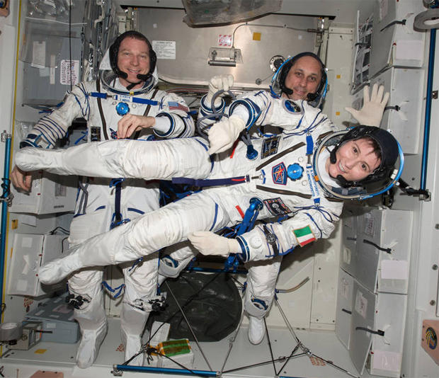astronauts with pack - photo #45