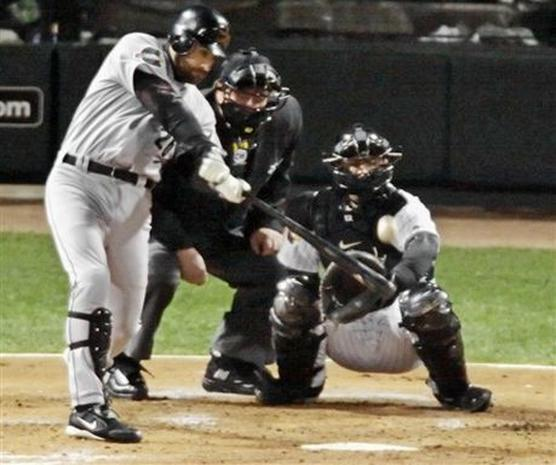 2005 World Series: Game 1 - Photo 1 - Pictures - CBS News