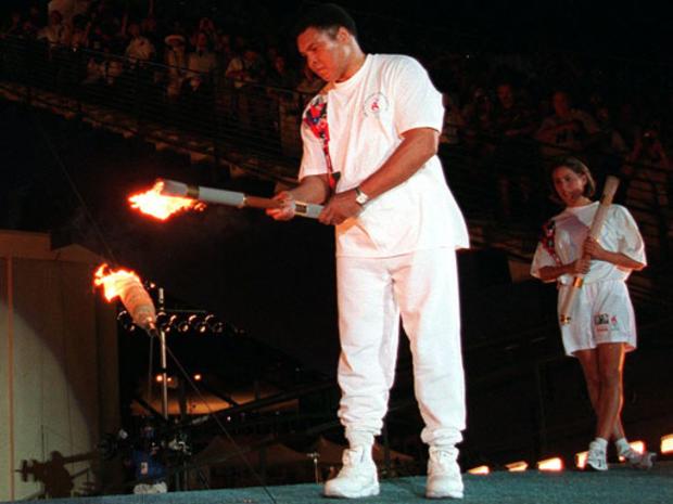 穆罕默德·阿里点燃了奥运圣火