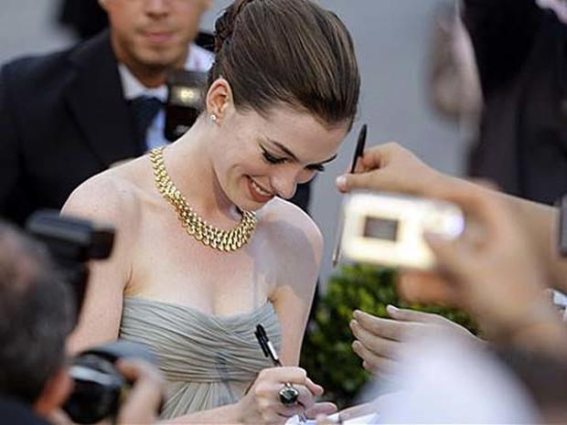 Hathaway Brings Style To Venice