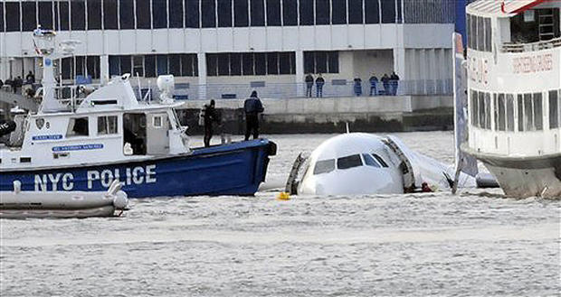 Miracle on the Hudson pilot returns to old cockpit