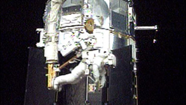 Astronauts Pull Off Tricky Hubble Repair - CBS News