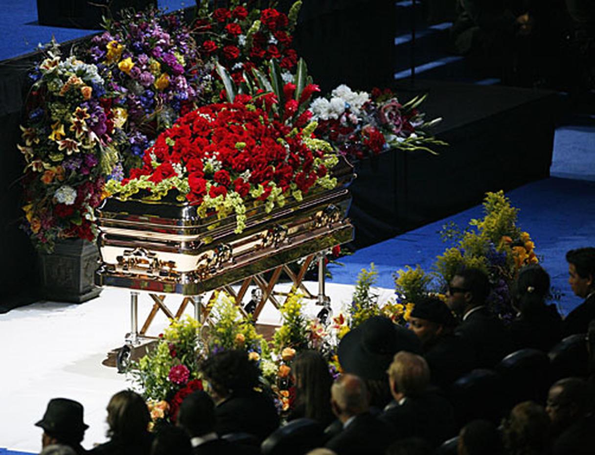 Фото девушек с похорон
