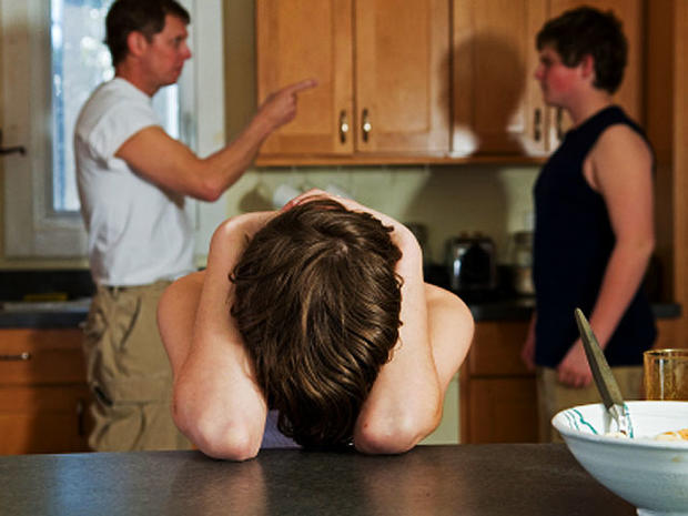 You Started It! 10 Mommy No-Nos that Fuel Sibling Rivalry
