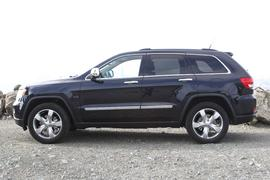 "The Grand Cherokee keeps a five-passenger SUV format, with no option for a third row of seats.</p><p> <a href=""http://reviews.cnet.com/suv/2011-jeep-grand-cherokee/4505-10868_7-34121732.html"">Back to review.</a>"