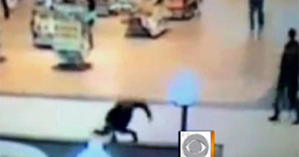 Texting While Walking Woman Falls Into Fountain Cbs News