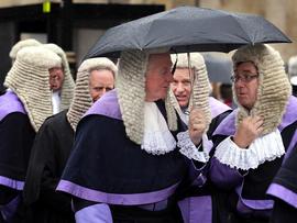 British judge tackles escaping prisoner