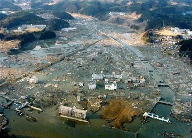 Quake, tsunami slam Japan