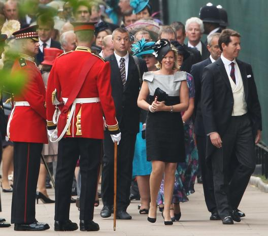 Royal wedding: guests arrive, depart
