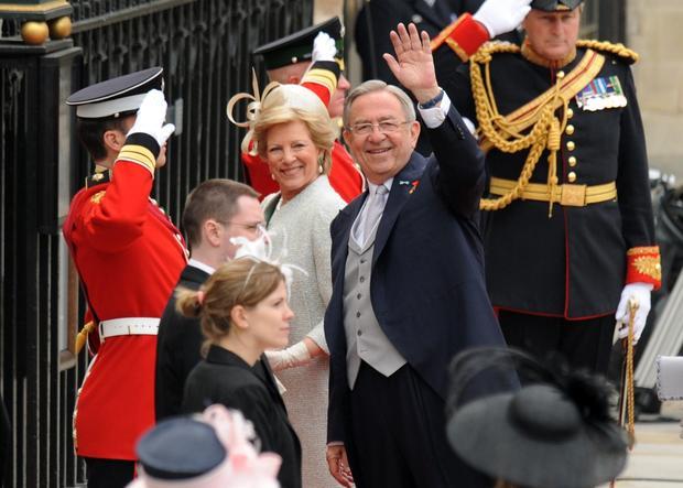 Royal wedding: guests arrive, depart