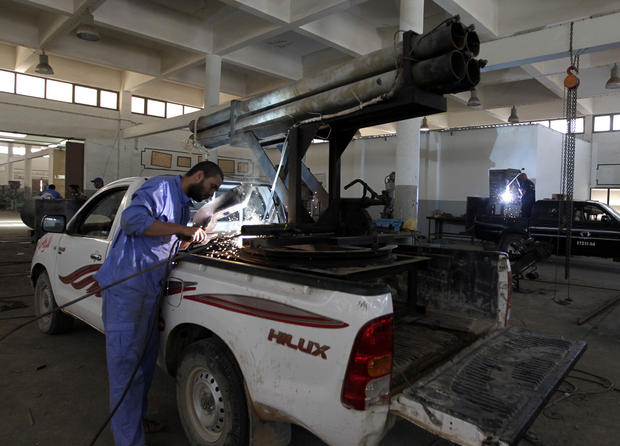 Building arms for Libyan rebels