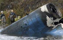 Rescue teams arrive at Russia jet crash