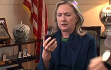 Clinton sees Qaddafi news on BlackBerry