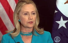 Clinton pushes for proof of Burma democracy