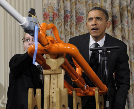 Obama hosts White House science fair