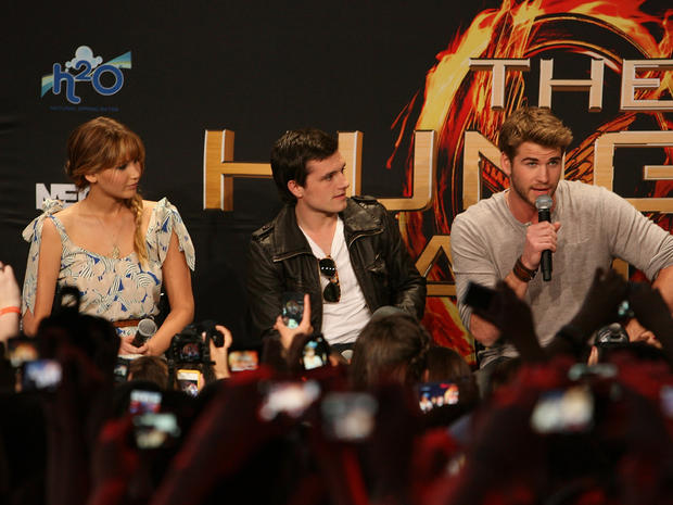 """The Hunger Games"" stars kick off mall tour"