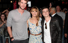 """""""The Hunger Games"""" stars kick off mall tour"""