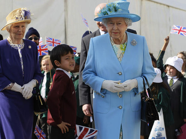 Queen visits north London for Diamond Jubilee tour