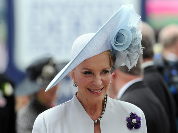 Queen off to the races for Diamond Jubilee
