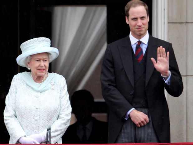 Royals wave from Buckingham Palace for Queen's Jubilee