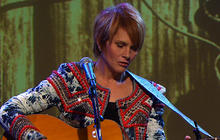 Shawn Colvin sings hit single