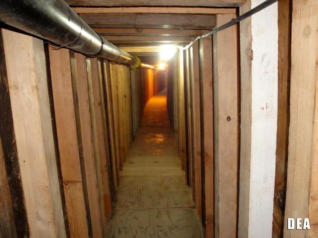 美国缉毒局于2012年7月12日提供的图片显示,在亚利桑那州圣路易斯发现的一个隧道当局,他们怀疑这是为了将毒品走私到美国。