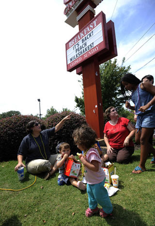 """""""Kiss-in"""" protests at Chick-Fil-A"""