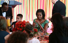 Michelle Obama hosts kids state dinner