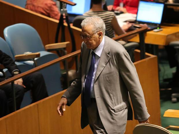 Lakhdar Brahimi walks off stage after addressing the U.N. General Assembly