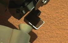 Mars Curiosity rover scoops up Martian dirt
