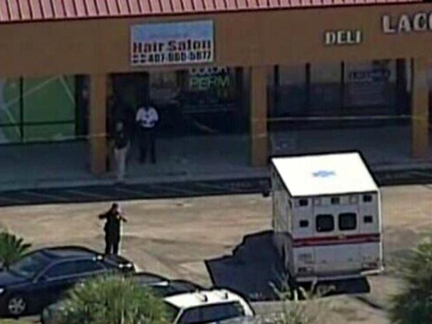 2012年10月18日,佛罗里达州Casselberry的一家美发沙龙发生致命射击后,当局开始工作。