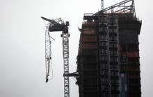 Crane dangles 75 stories over Manhattan