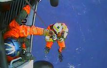 Video: Dramatic HMS Bounty ship rescue