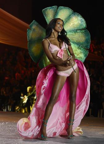 Victoria's Secret Fashion Show 2012 highlights