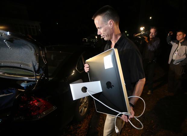 FBI search home of Petraeus' mistress