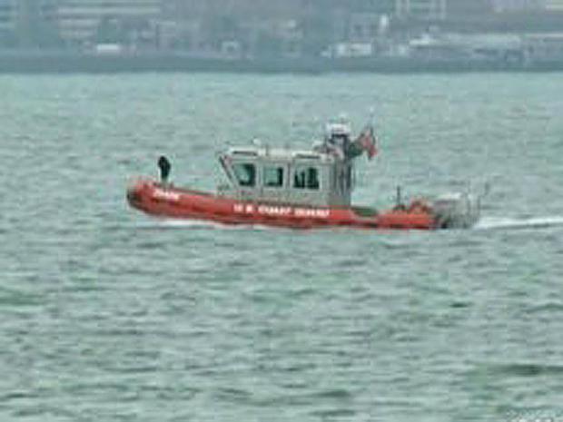 海岸卫队小船在旧金山湾