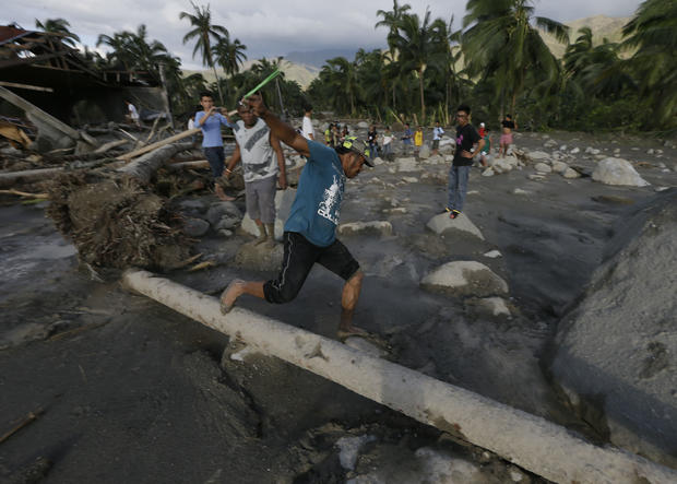 Powerful typhoon hits Philippines