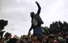Pro-, Anti-Morsi protestors clash in Egypt