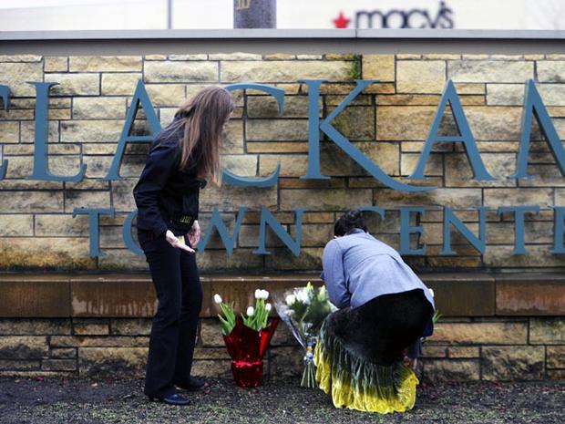 Gunman, 2 others dead in Oregon mall shooting