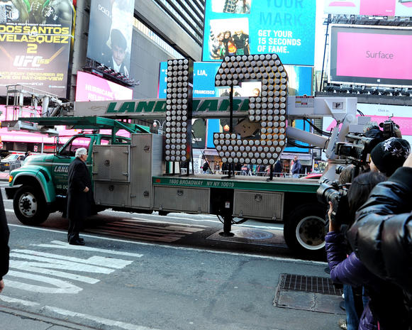 NYC preps for New Year's Eve 2013