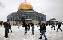 Winter storm batters Mideast
