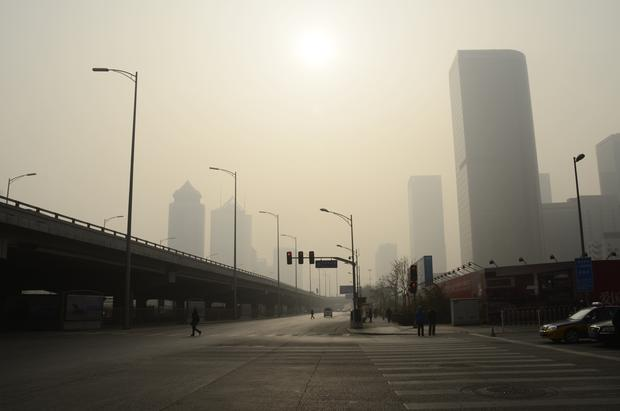 Hazardous smog blights Beijing