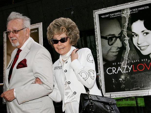 """Burton和Linda Pugach,纪录片""""疯狂的爱""""的真实主题,参加了2007年5月22日在纽约市比克曼剧院的电影首映式。"""