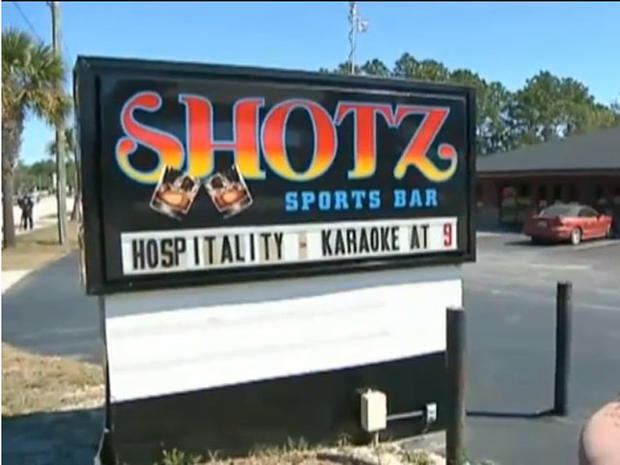 Fla. mom accused of drinking at bar with kids in car