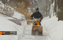 Snowstorm barrels toward East Coast