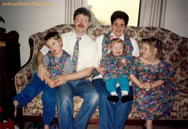 "Website celebrates ""Awkward Family Photos"""