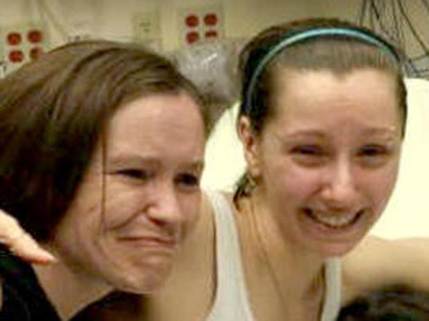 2013年5月6日星期一,Amanda Berry和她的姐姐在克利夫兰医院。