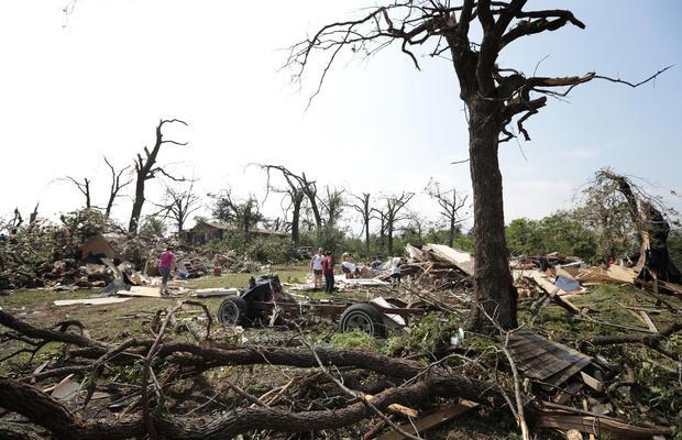 Massive tornado hits Oklahoma