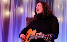 "Paula Cole performs ""Why Don't You Go?"""