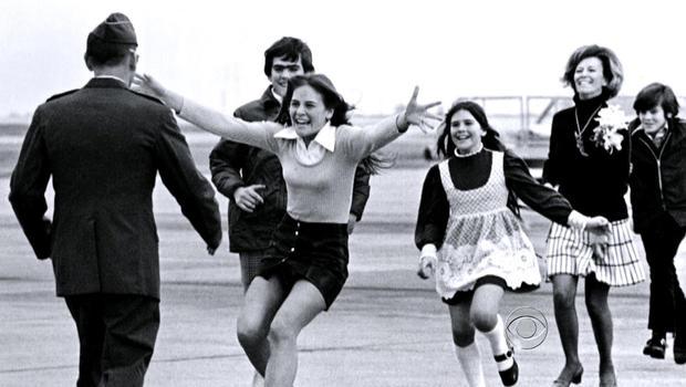 家庭成员于1973年与战俘团聚。